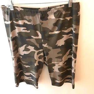 NWOT Women's Plus Size Camouflage Shorts 3X